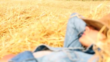Peaceful woman wearing cowboy hat lying in hay — Stock Video