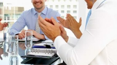 Business people applauding their boss during meeting — 图库视频影像