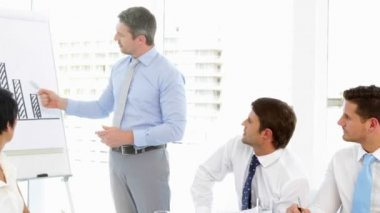 Işadamı personeli için toplantı sırasında sunulması — Stok video