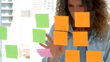 Young female designer brainstorming — Stock Video