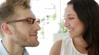 Brunette businesswoman kissing colleague on cheek — Stock Video