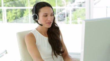 Beautiful brunette agent working — Stock Video