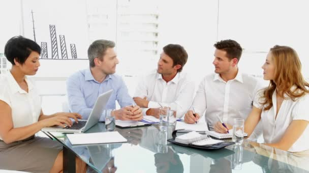 équipe des activités discuter au cours de la réunion — Vidéo
