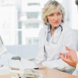 Doctors in discussion at medical office — Stock Photo