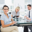Businesswoman holding clipboard with colleagues discussing in of — Stock Photo