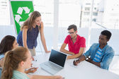 Equipo informal reunión sobre política de eco — Foto de Stock