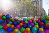 Sokaktan çok renkli balonlar — Stok fotoğraf