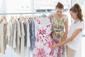 Young women shopping in clothes store — Stockfoto