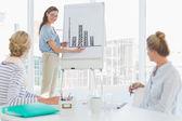 Nieformalny osób w biurze prezentacji — Zdjęcie stockowe