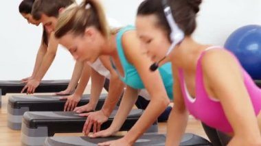 Aerobics class doing press ups together led by instructor — Stock Video