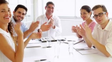 Team of business people clapping at the camera — 图库视频影像