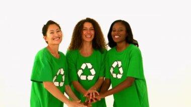 Ativista ambiental feliz torcendo — Vídeo stock