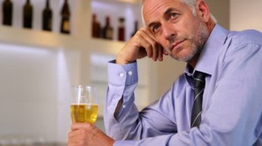 Worried businessman drinking a beer after work — Stock Video