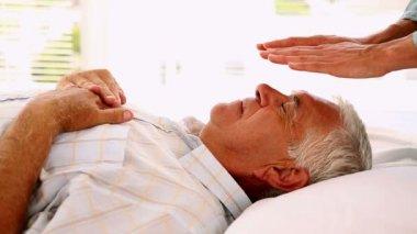 Senior man getting reiki therapy — Stock Video