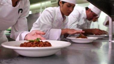 Chefs garnishing spaghetti dishes — Stock Video
