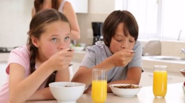 Brother and sister eating cereal together — Stock Video