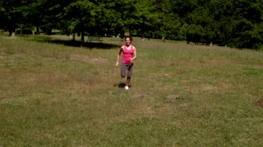 Fit woman sprinting past the camera — Stock Video