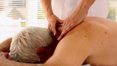 Senior man getting a massage — Stock Video