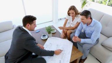 Couple talking to their architect — Stock Video