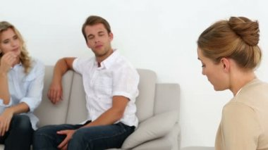 Couple talking with their therapist — Stock Video