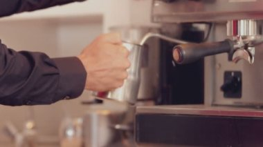 Barista steaming milk at the coffee machine — Stock Video