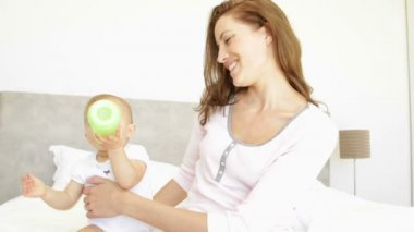 Mother feeding her baby girl her bottle — Vidéo