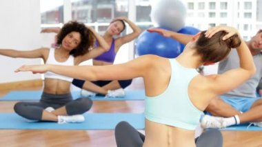 Fitness class sitting together and stretching — Vidéo