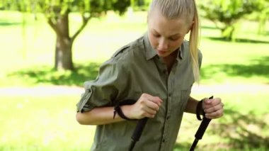 Fit blonde stretching before a hike — Vidéo