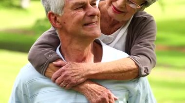 Affectionate senior couple in the park hugging — Stock Video