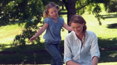 Mother and daughter relaxing in the park together — Vidéo