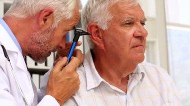 Doctor examining his patients ears — Stock Video