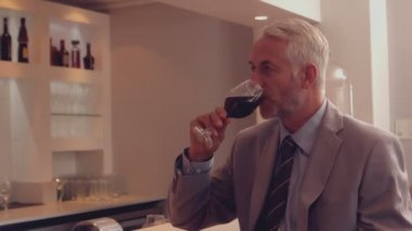 Businessman drinking glass of red wine — Stock video