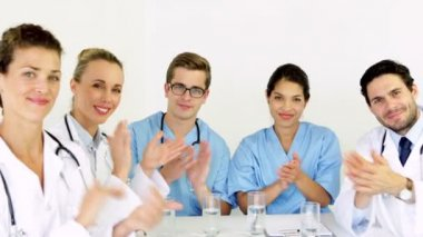 Medical team applauding at the camera — Vídeo Stock