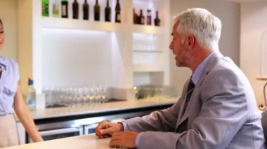 Businessman ordering a drink from barmaid — Vidéo
