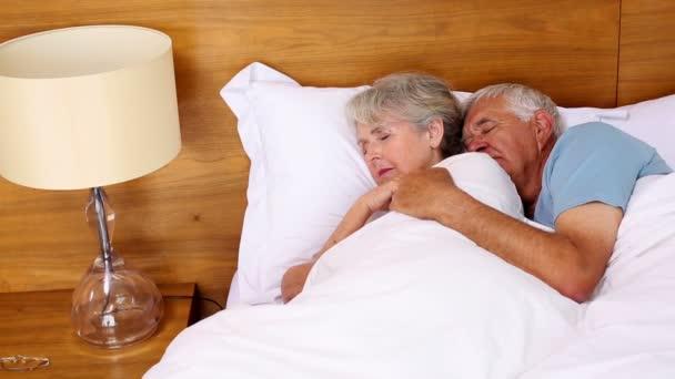 Старые пары в постели видео фото 125-686
