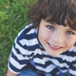 Boy smiling at park — Stock Photo #42917671