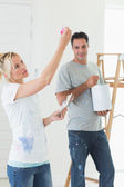 Couple with color swatches and ladder — Stock Photo