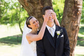Bride covering eyes of groom — Foto Stock