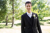 Groom smiling in garden — Foto Stock