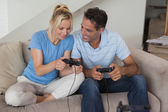Couple playing video games in living room — Stock Photo