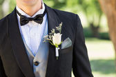 Bridegroom wearing boutonniere — Stock Photo