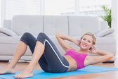 Slim blonde doing sit ups — Stock Photo