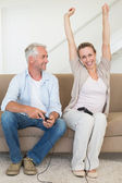 Happy couple having fun on the couch playing video games — Stock Photo