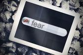 Miedo en la barra de búsqueda en la pantalla de la tableta — Foto de Stock