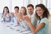 Negocios equipo aplaudiendo — Foto de Stock
