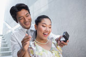 Man proposing marriage to his shocked girlfriend — Stock Photo