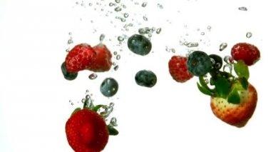 Berries falling in water — Stock Video