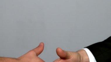 Men shaking hands — Stock Video