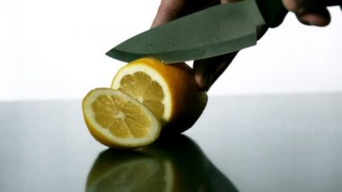 Man slicing lemon with knife — Stock Video