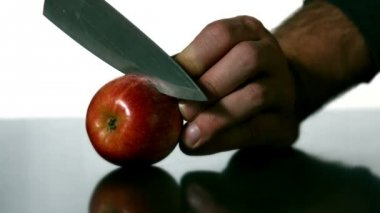 Man slicing apple with knife — Stock Video